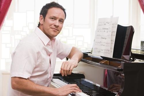 man-playing-piano-5934715.jpg